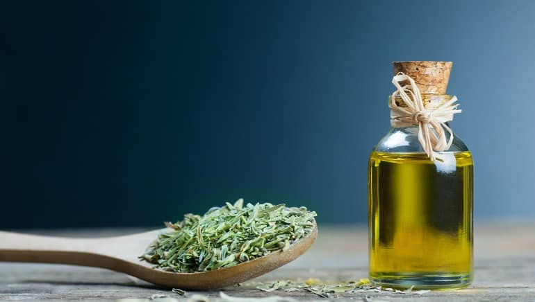 Ditch painkillers because thyme oil can reduce your period pain just as well
