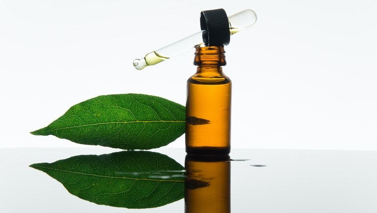 Did you know tej patta can make your hair grow? Here are 4 other benefits of using bay leaf for your locks