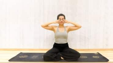 Here are simple 6 ways to use yoga to soothe your anxiety