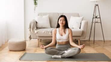 These are the 5 easiest ways to meditate for beginners, according to a yoga expert