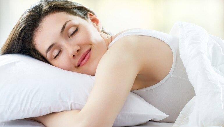 चांगले झोपा आणि झोपेचे चक्र कायम ठेवा.  पिक्चर-शटरस्टॉक.
