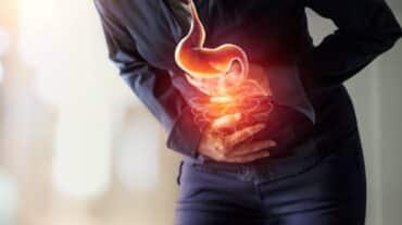 सेलिब्रिटी डायटीशियन रुजुता दिवेकर बता रहीं हैं गैस, पेट फूलने और अपच से राहत देने वाले तीन आसान व्यायाम
